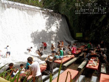 Waterfalls Restaurant, Villa Escudero