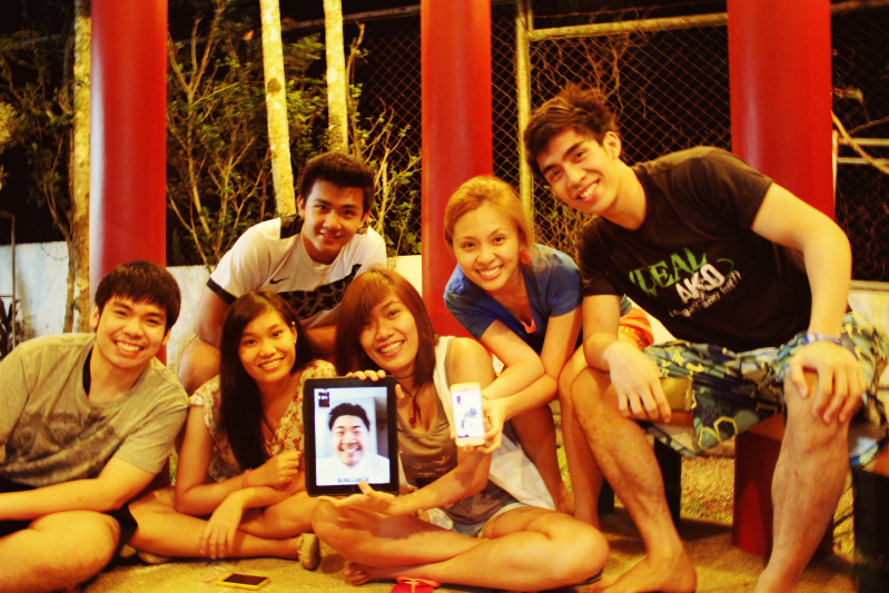 Photo op with our cousins in Canada and Roan in the US via FaceTime